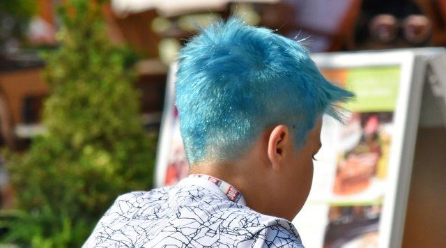 pelo azul para hombres o cabello azul corto