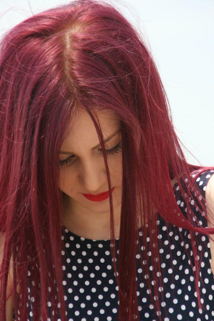 cabello rojo ciruela largo