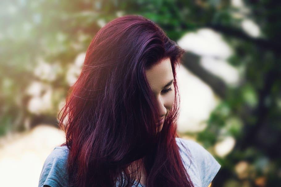 pelo ciruela rojo largo